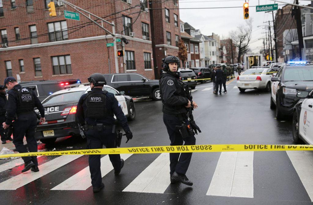 In Jersey City gab es mehrere Tote nach einer Schießerei. Foto: AP/Seth Wenig
