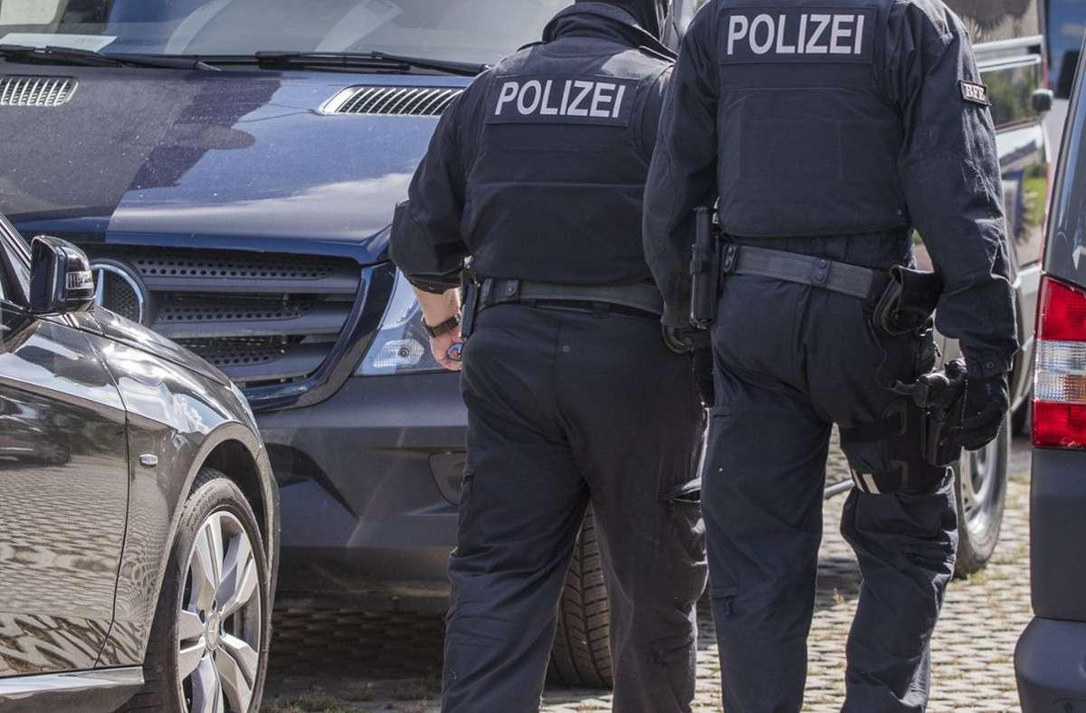 Rund 70 Beamte waren in Deutschland im Einsatz (Symbolbild). Foto: dpa/Jens Büttner