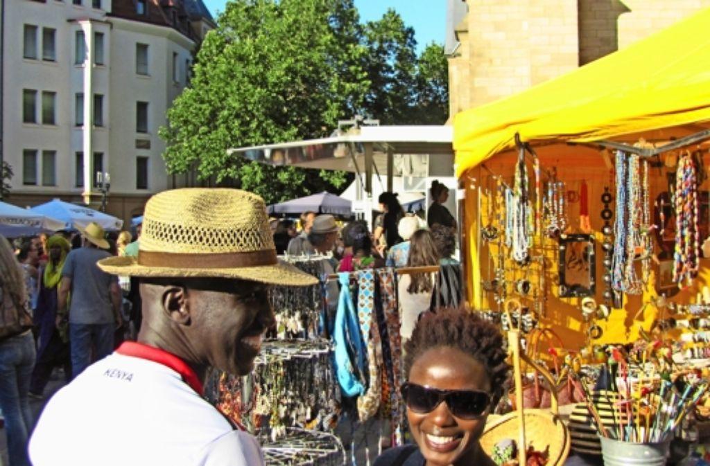 Winny Hadi und Ann Koril haben festgestellt, dass sie beide aus Kenia kommen. Foto: Blohmer