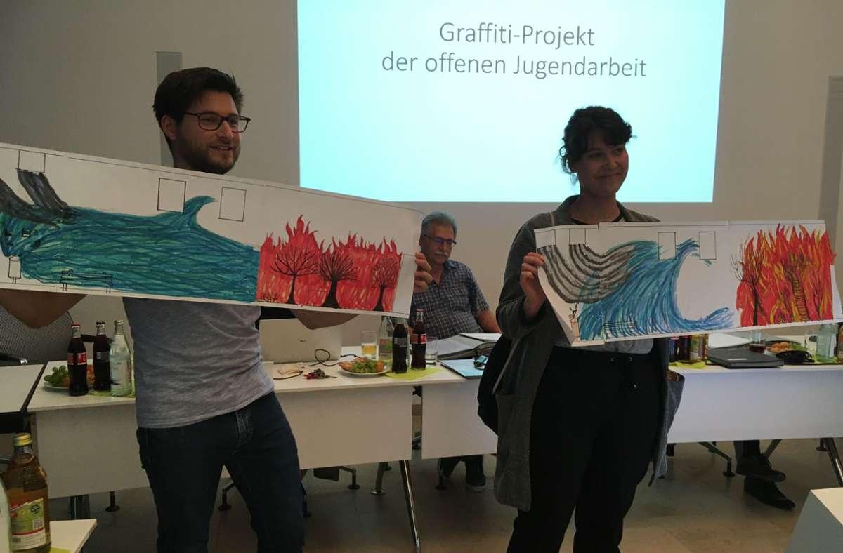Andreas Colosi und Annika Müller stellten kürzlich den Entwurf für das Graffiti-Projekt einer Jugendgruppe vor. Foto: oh