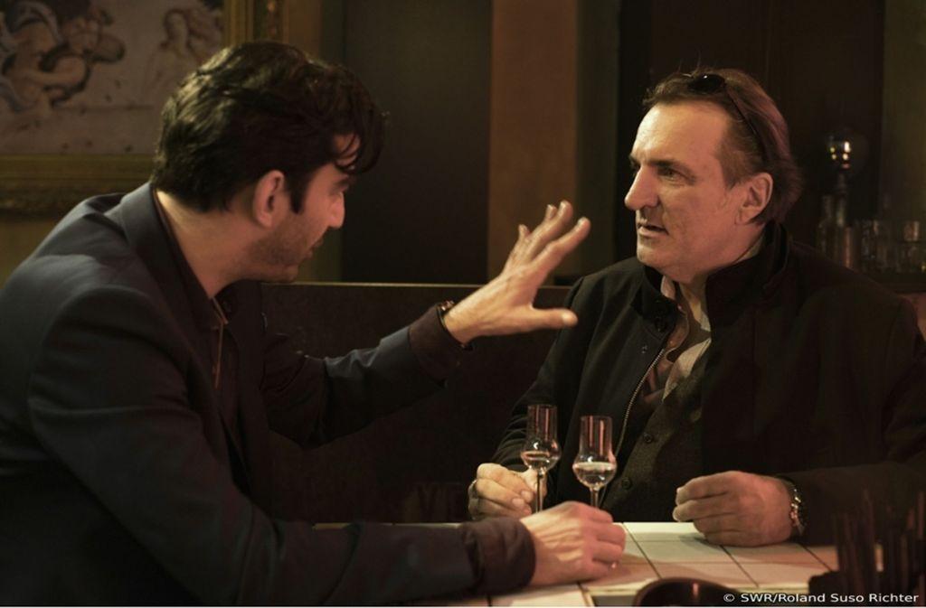 Der Grappa mit Sandro (Michele Cuciuffo) wird Kopper (Andreas Hoppe, re.) zum Verhängnis. Foto: SWR