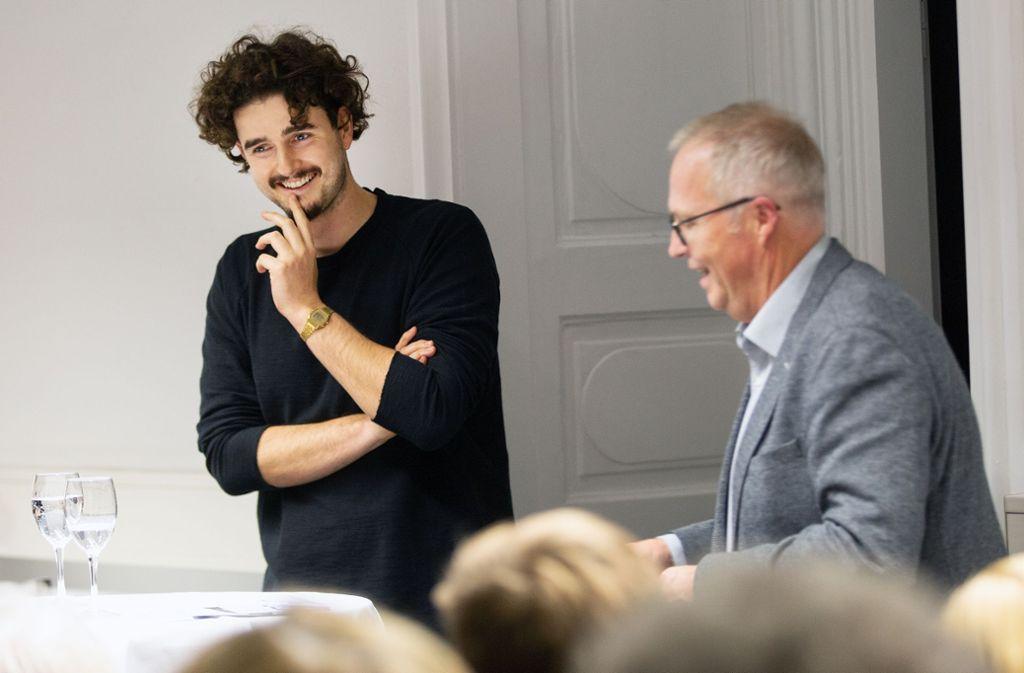 Tim Bengel (l.) und Redaktionsleiter Kai Holoch im Gespräch. Foto: Ines Rudel/Ines Rudel