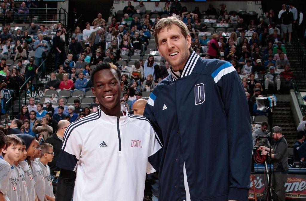 Dirk Nowitzki und Dennis Schröder (links) treffen im ersten Saisonspiel aufeinander. Foto: NBAE/Getty Images