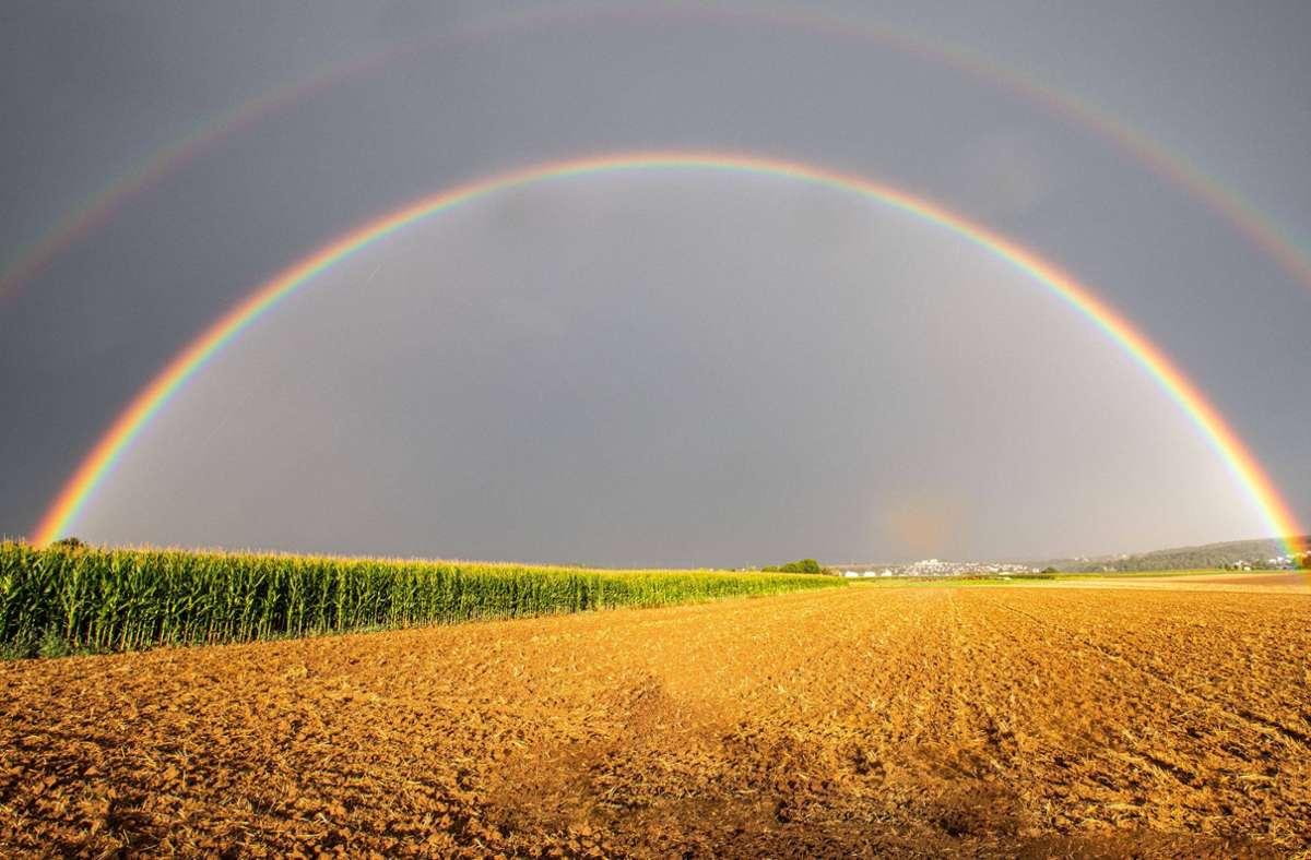 Beeindruckendes Naturschauspiel: Der doppelte Regenbogen über Remseck am Neckar. Foto: 7aktuell.de/Simon Adomat