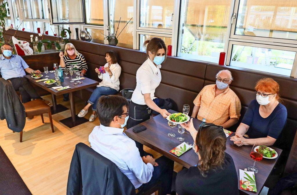 Essen mit Abstand: Nicht nur im Stadthallen-Restaurant Corfu Palace gelten strenge Sicherheitsvorschriften. Foto: factum/Simon Granville