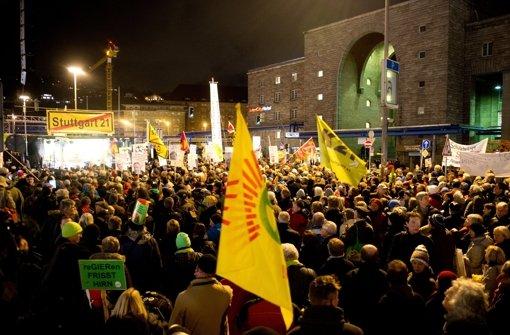 An der 250. Montagsdemo gegen Stuttgart 21 nahmen mehrere tausend Menschen teil. Foto: dpa