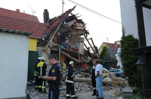 Wohnhaus stürzt nach Verpuffung ein