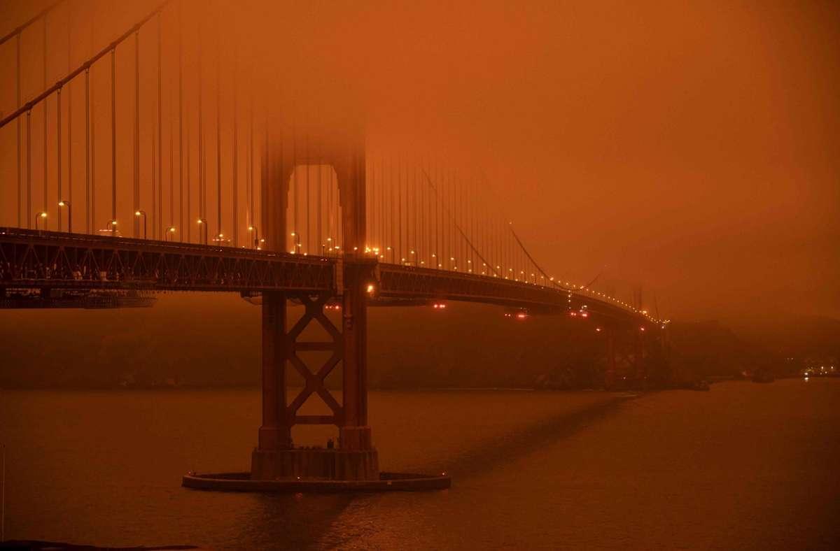 Die starken Waldbrände in Kalifornien färbten den Himmel in großen Teilen des Bundesstaates (wie hier in San Francisco) rot. Foto: AFP/HAROLD POSTIC