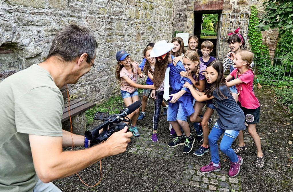 Wer bringt den Übeltäter zur Strecke? Im Krimi-Ferienkurs drehen die Kinder und Jugendlichen einen Film. Foto: factum