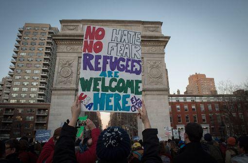 Hunderte protestieren gegen Trumps Einwanderungspolitik