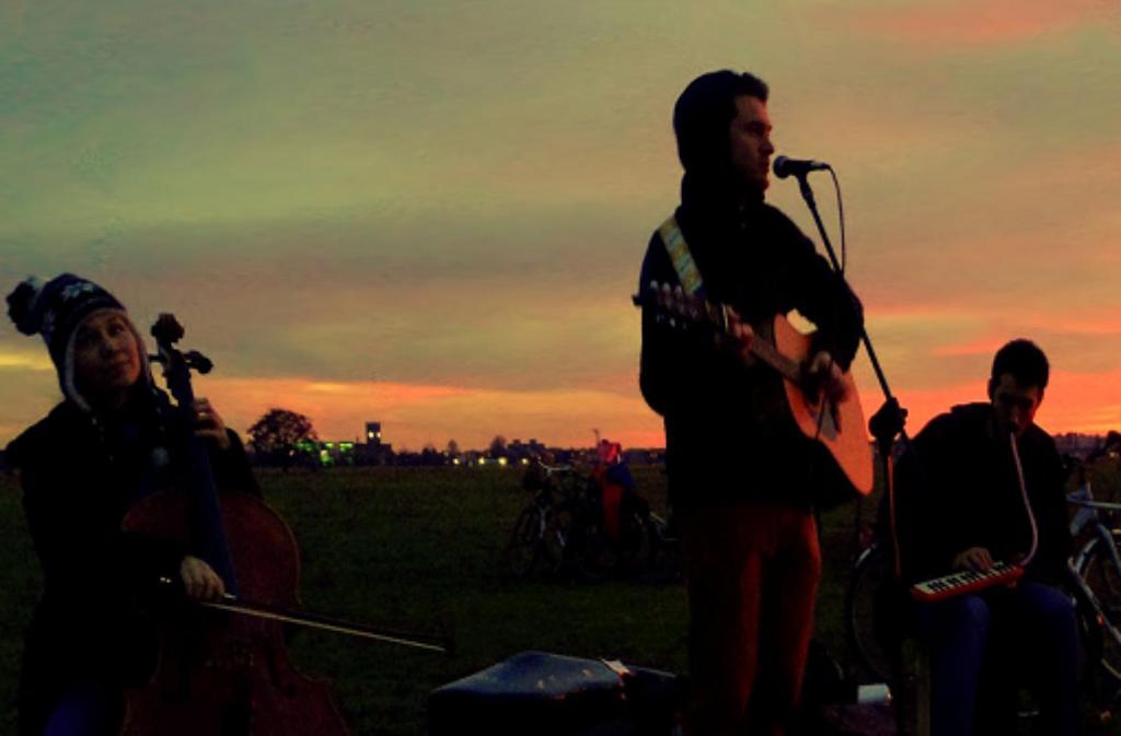 Am Sonntag lädt das Feierabendkollektiv an den Max-Eyth-See. Auf Picknickdecken wird gechillt und Musik, unter anderem von Johannes Kubin, gelauscht. Foto: Johannes Kubin