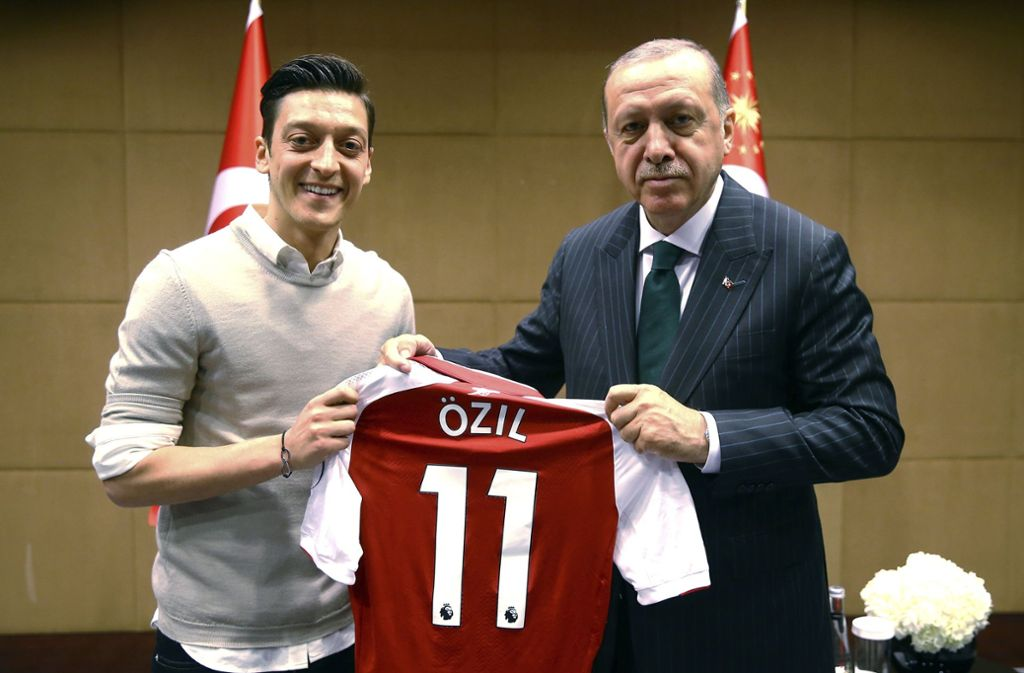Mesut Özil und Recep Tayyip Erdogan scheinen ihre Verbindung zu vertiefen. Foto: Pool Presdential Press Service/A