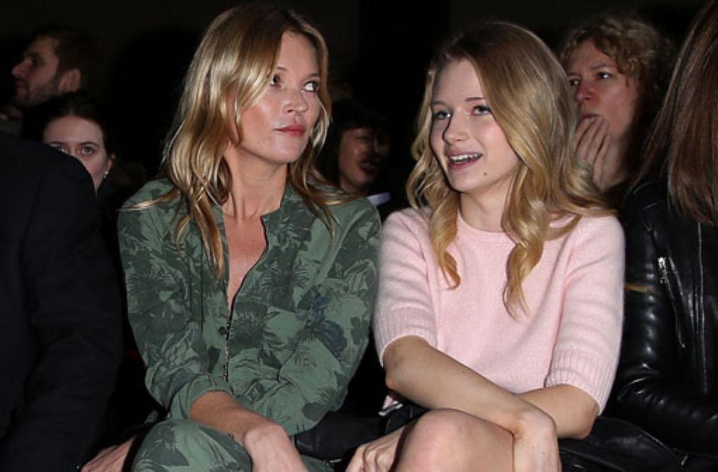 Bei der Londoner Fashion Week in der ersten Reihe: Topmodel Kate Moss und ihre 24 Jahre jüngere Schwester Lottie. Foto: Getty Images