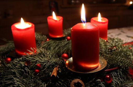 Adventskranz in Flammen – Nachbarin verhindert Schlimmeres