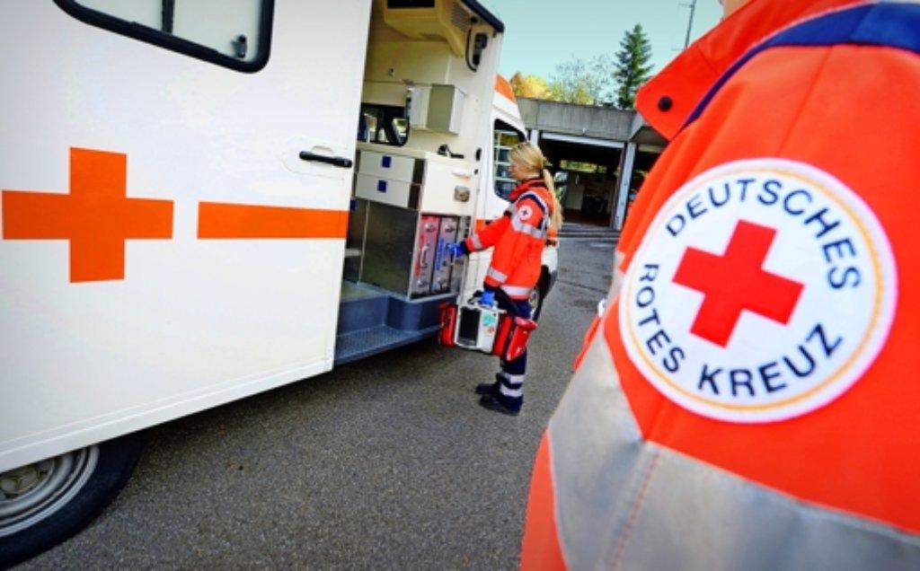 Fast eine halbe Million Mal mussten Rettungskräfte im Land vergangenes Jahr ausrücken. Das Rote Kreuz sieht diese Dienstleistung künftig aber bedroht. Foto: dpa
