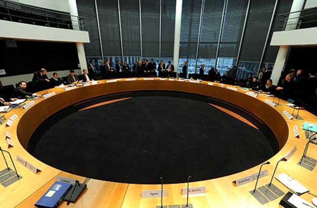 Ein Runder Tisch ist schön und gut – doch die Stuttgarter Politik muss ein Band der Bevölkerung knüpfen. Foto: dpa