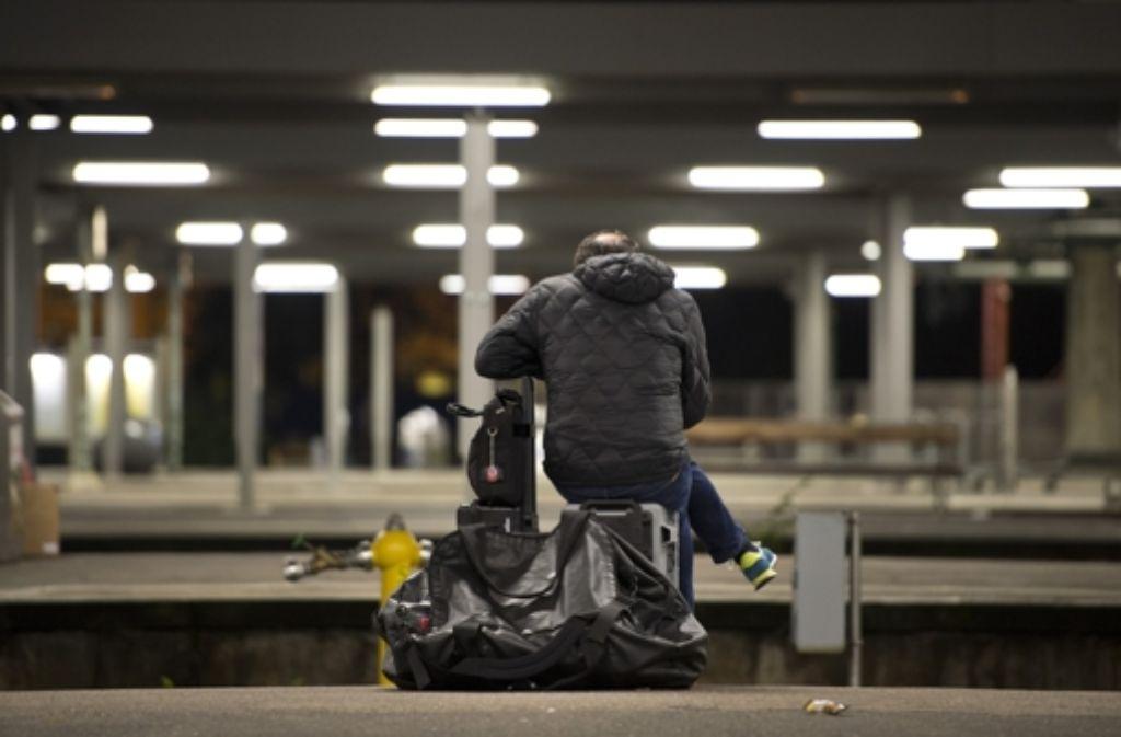 Die Bundespolizei rät, immer Sicherheitsabstand zur Bahnsteigkante zu halten. Foto: dpa
