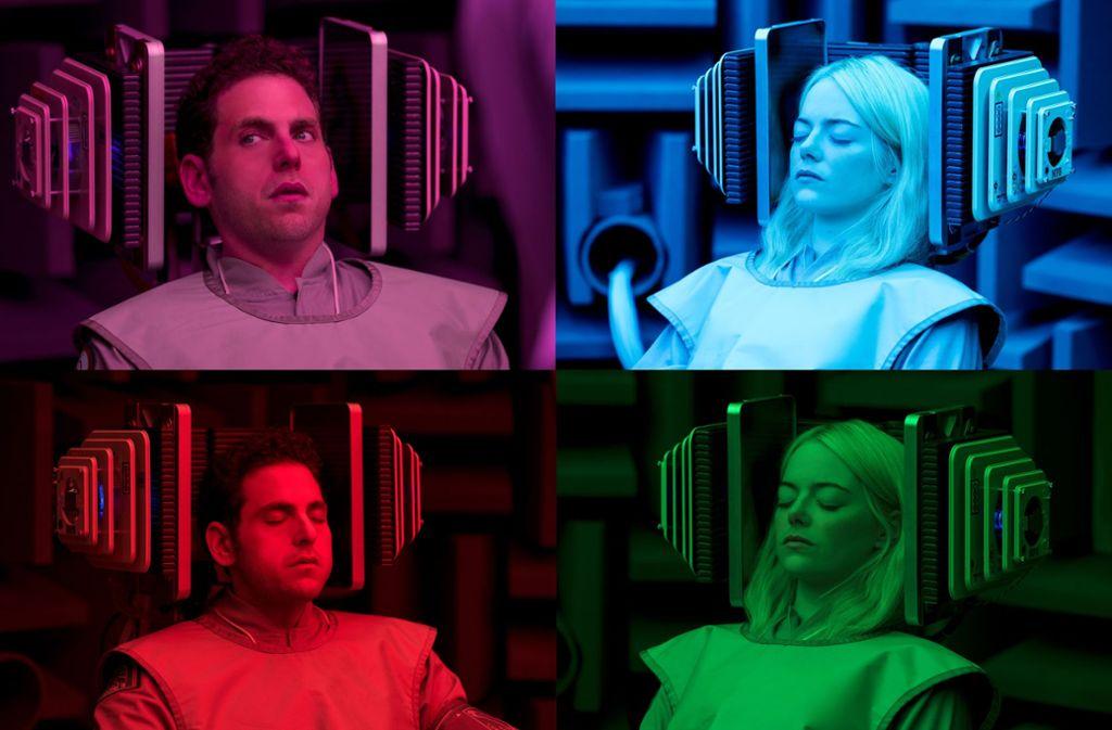 """Jonah Hill und Emma Stone lassen sich in der Netflix-Serie """"Maniac"""" therapieren. Weitere Fotoeindrücke aus den interessantesten Neuerscheinungen im September finden Sie in unserer Bildergalerie. Foto: Netflix"""