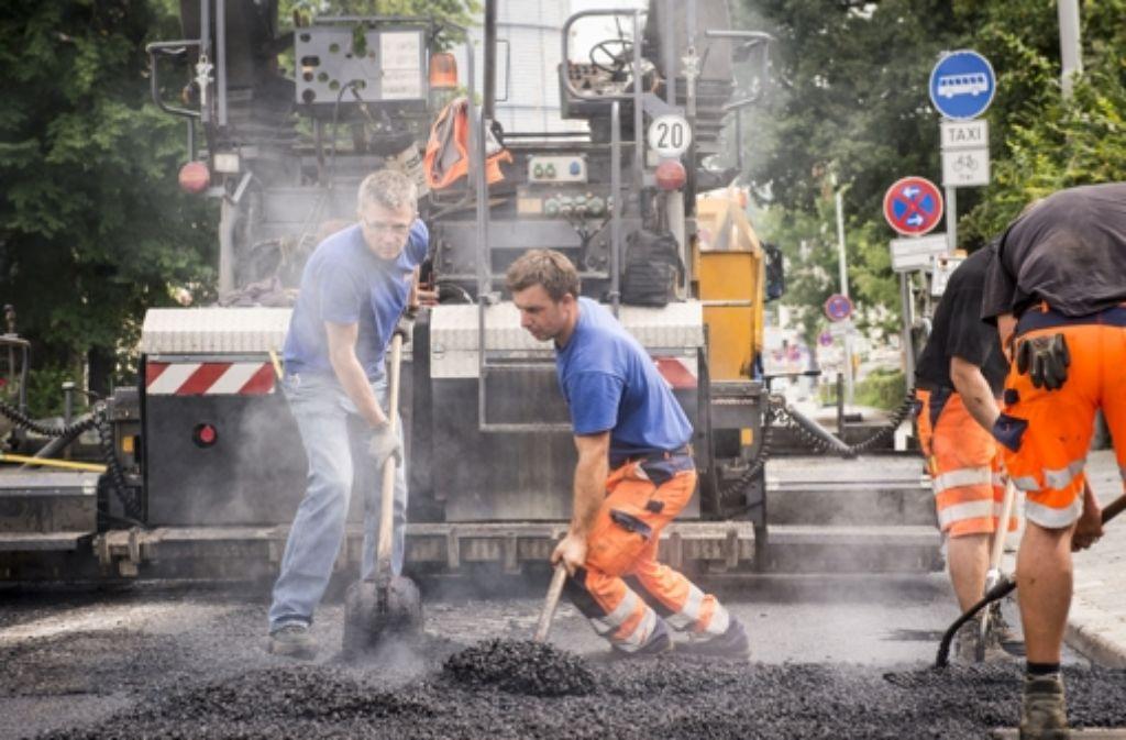 Heiß und laut ist es an diesem Wochenende auf der Talstraße. Foto: Martin Stollberg