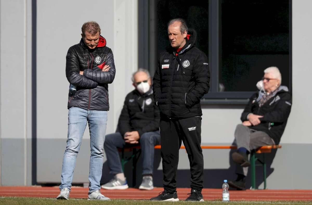 Aalen-Trainer Roland Seitz darf mit seinem Team zwar wieder spielen, finanziell sieht es aber nicht rosig aus. Foto: imago images/Beautiful Sports/BEAUTIFUL SPORTS