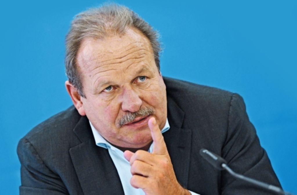 Frank Bsirske will bis 2019 Verdi-Vorsitzender bleiben. Foto: dpaMontage: Schlösser