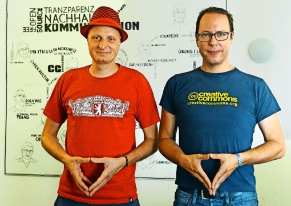 Die Journalisten Markus Beckedahl (rechts) und Andre Meister stehen nicht länger im Verdacht des Landesverrats. Doch das reicht den beiden noch nicht. Der amtierende Generalbundesanwalt hat  den Foto: dpa