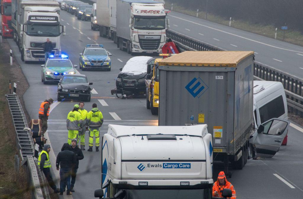 Erneut Unfall Auf Der A3 Lkw Rasen In Stauende Zwei Tote