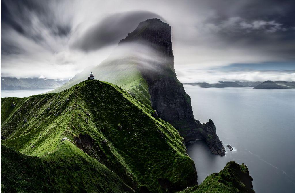 """Gesamtsieger des """"CEWE Photo Award"""" und Gewinner in der Kategorie """"Landschaften"""" ist """"Cliffs of Kallur"""" von Janne Kahila. Das Foto des Finnen zeigt seinen Lieblingsplatz auf den Färöer Inseln. Foto: @CEWE/Janne Kahila, Finnland"""