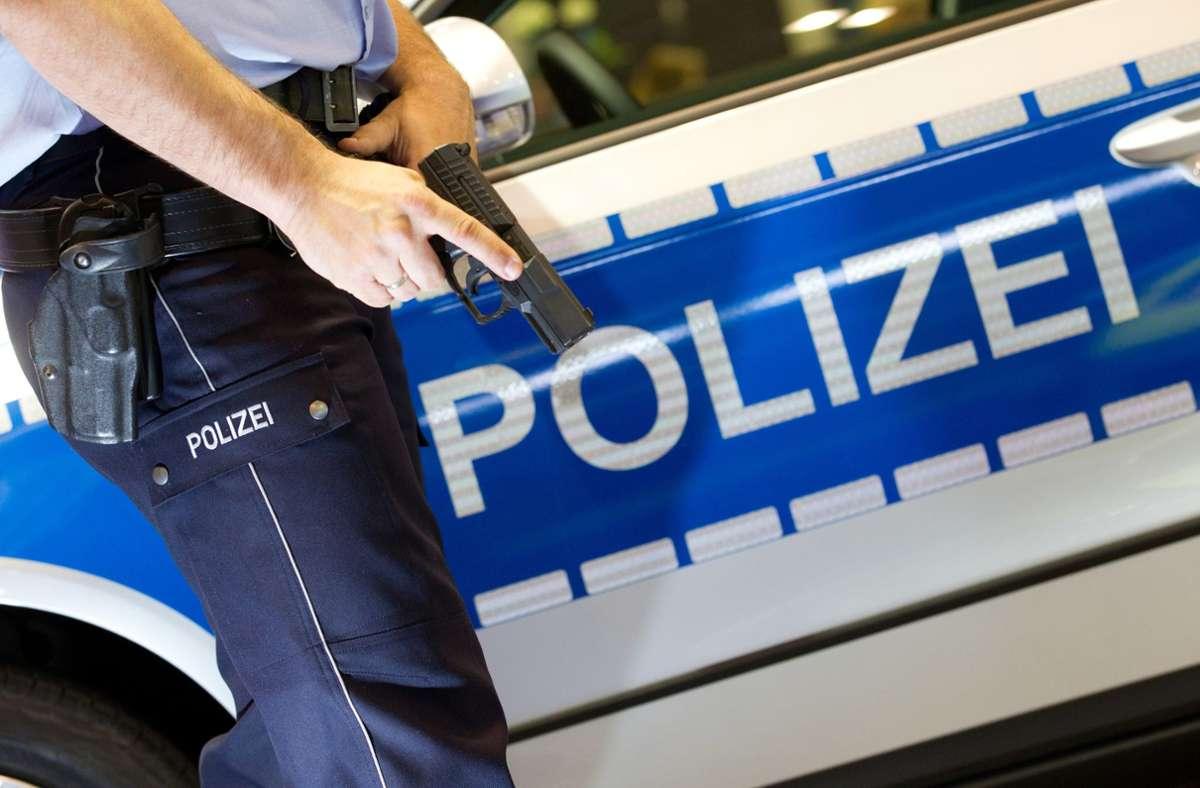 Der Polizeieinsatz in Denkendorf verlief friedlich (Symbolbild). Foto: dpa/Friso Gentsch