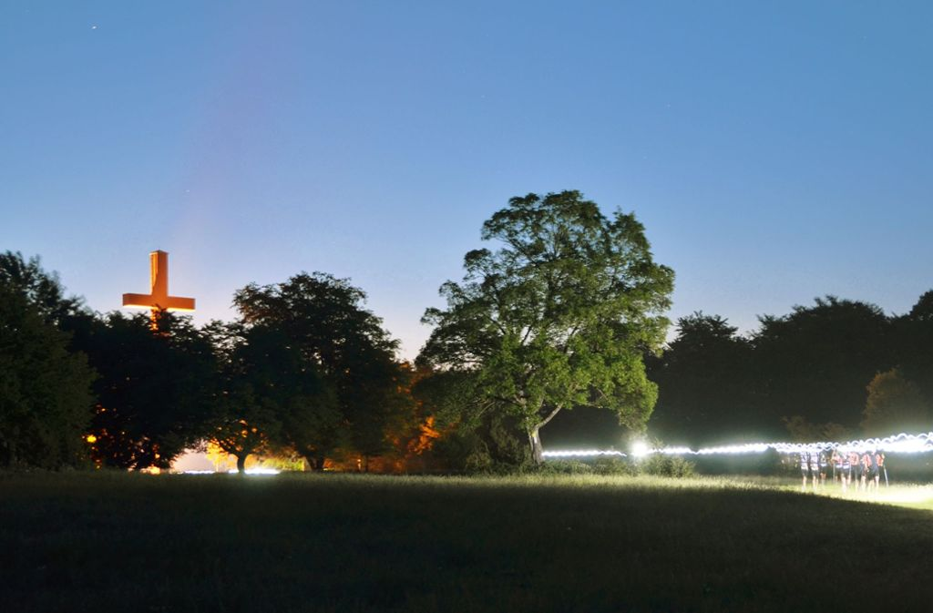Bei der Erstauflage des Alb-Traums 100 am 12. Mai 2018: Die Läufer hatten  die erste Etappe schon hinter sich, als der Tag anbrach. Foto: Frank Weller/Archiv