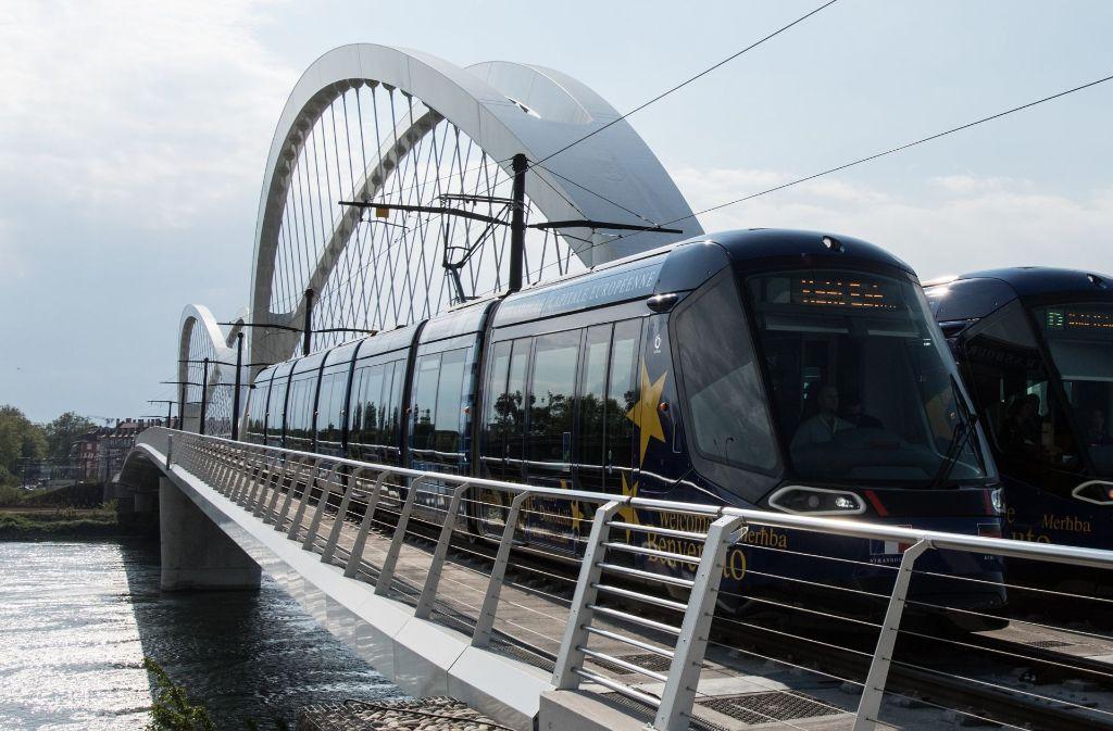 Der reguläre Tram-Betrieb beginnt am Samstag - zunächst nur bis zum Kehler Bahnhof, der direkt hinter der Europabrücke liegt. Foto: dpa
