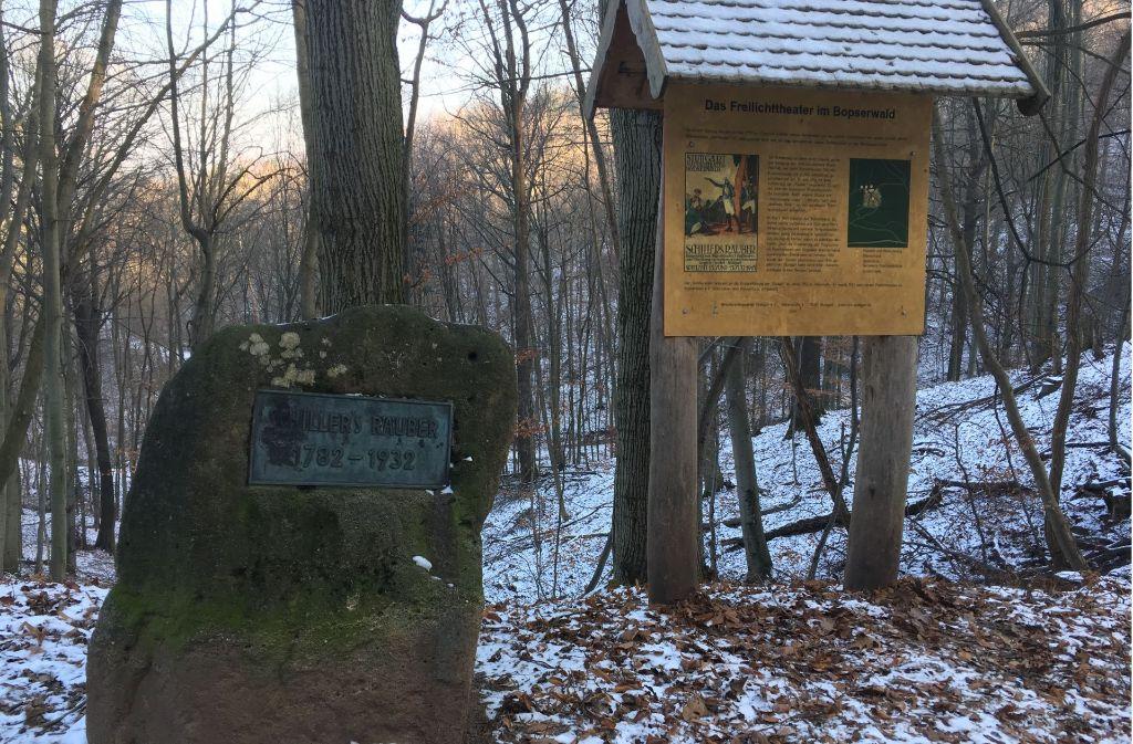 Schiller-Stein mit Gedenktafel im Bopserwald. Foto: Decksmann