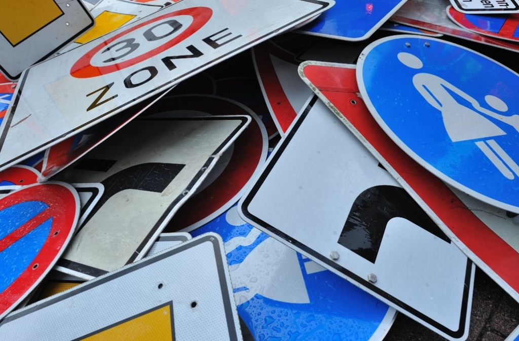Kinder müssen auch die Bedeutung von Verkehrsschildern lernen. Foto: dpa