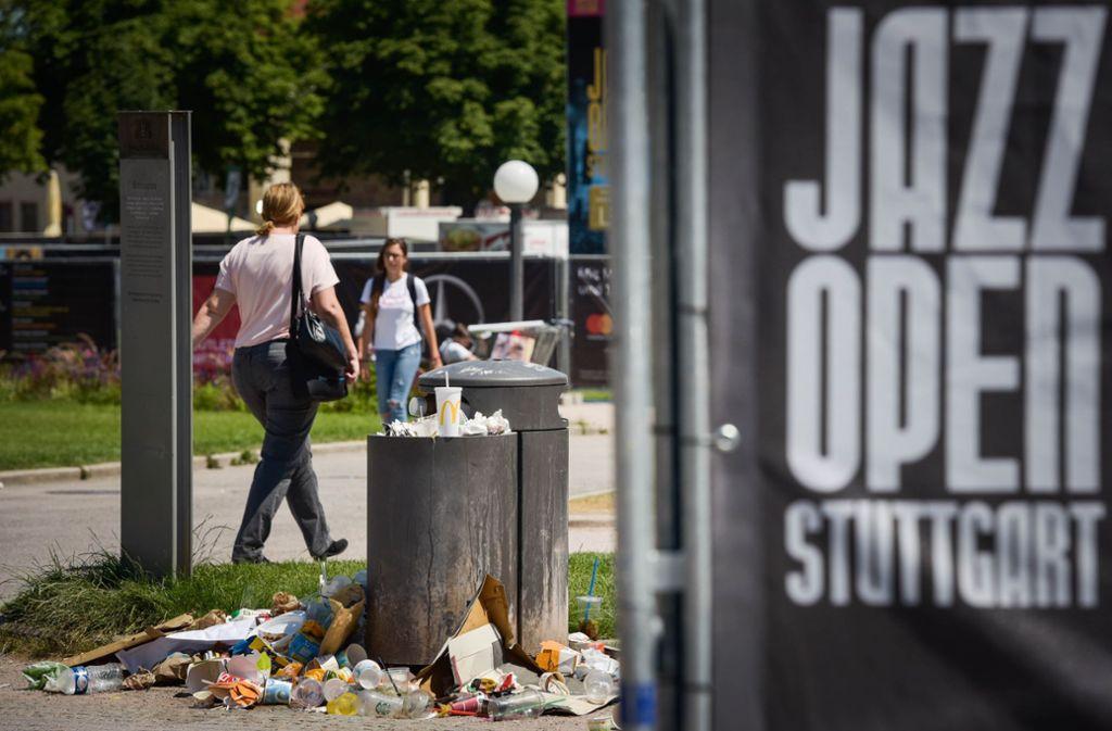 Wenn der Mülleimer überläuft, beginnt die Sache zum Himmel zu stinken. Foto: Lichtgut/Max Kovalenko