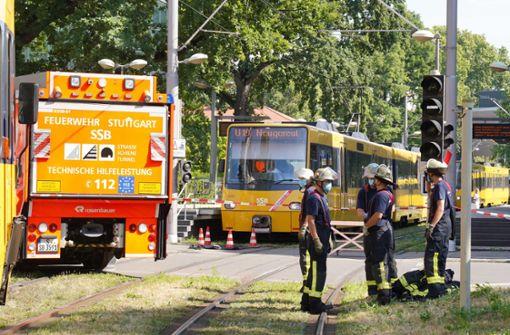 Stadtbahn erfasst   Person an Haltestelle