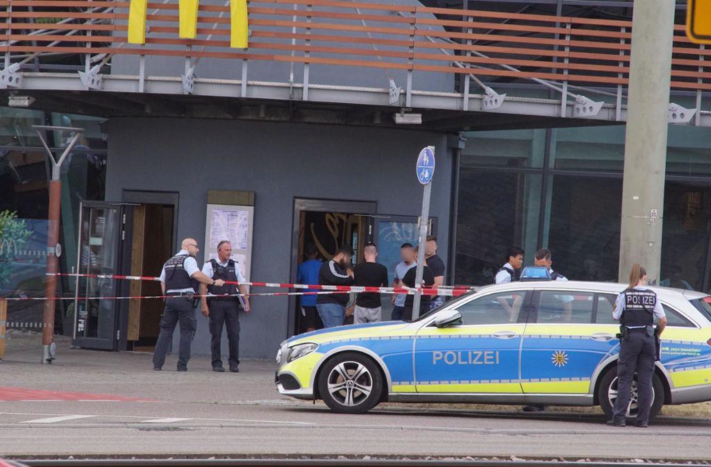 Ein Streit zwischen zwei Männern eskalierte in einem Schnellrestaurant in Stuttgart-Feuerbach. Foto: Andreas Rosar Fotoagentur-Stuttg