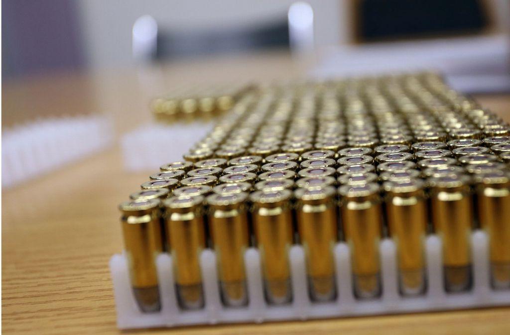Der 54-jährige Familienvater bunkerte Pistole und Munition im unverschlossenen Kleiderschrank. Einen Waffenschein besaß er nicht. Foto: dpa/Karl-Josef Hildenbrand