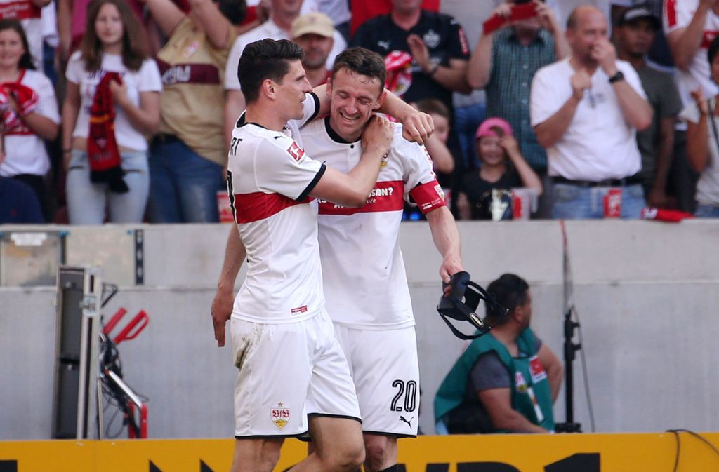 Ein Herz und eine Seele beim VfB Stuttgart: Mario Gomez (links) und Christian Gentner. Foto: Pressefoto Baumann