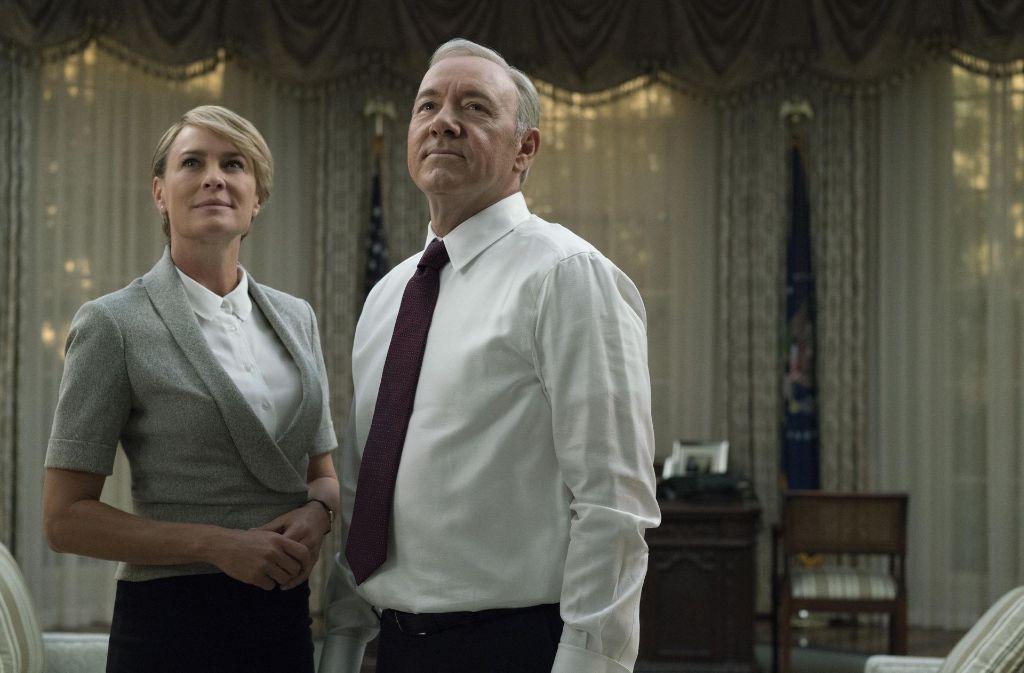 Die Underwoods (Robin Wright und Kevin Spacey) haben ihren Machiavelli gelesen und nicht vor, aus dem Weißen Haus auszuziehen. Foto: David Giesbrech