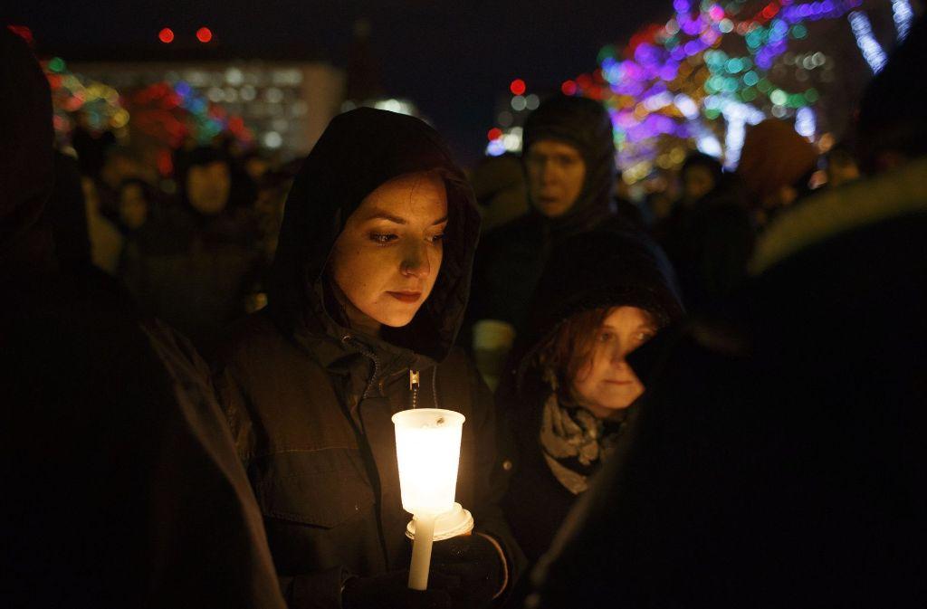 Überall in Kanada gibt es Mahnwachen –  hier in Edmonton – zum Gedenken an die Opfer. Foto: dpa