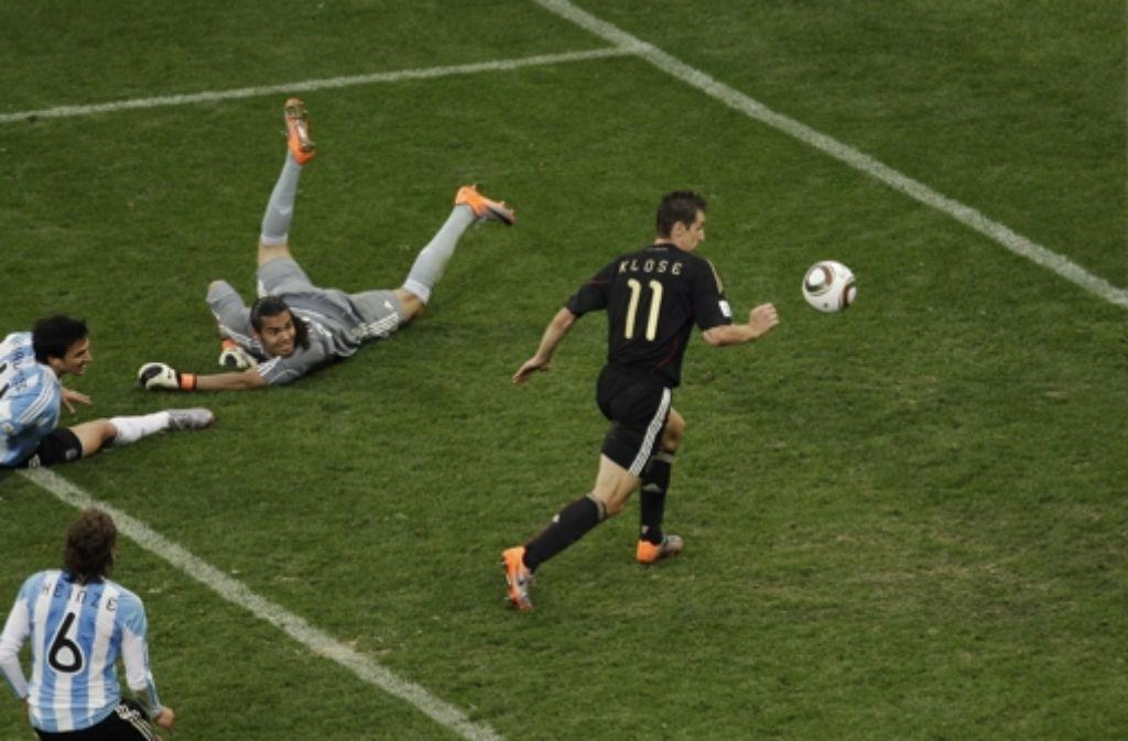 Vor einem deutschen Spieler zittern die Argentinier besonders: Miroslav Klose. Foto: AP