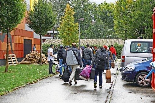 Flüchtlingen ziehen in Kreissporthallen ein