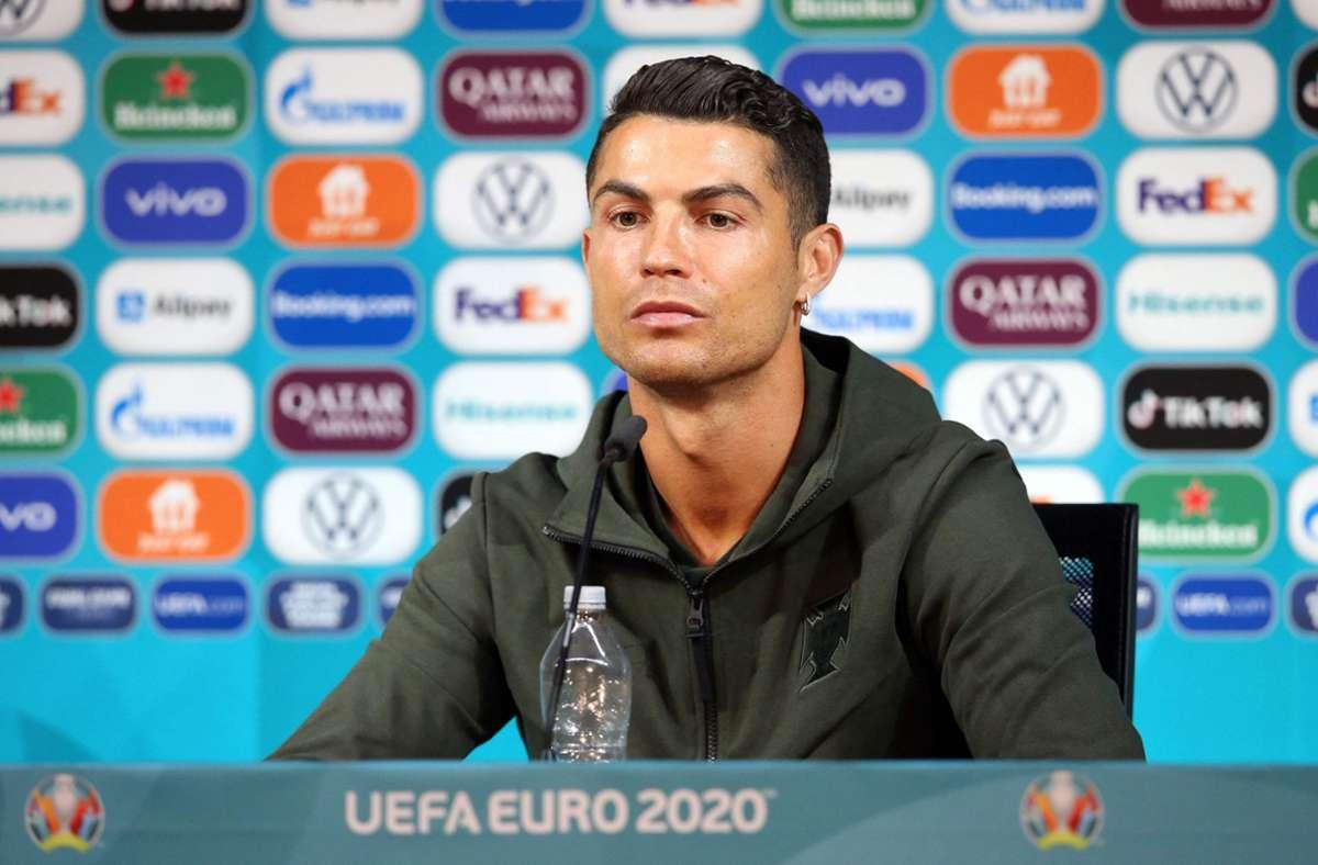 Cristiano Ronaldo steht auf Wasser. Foto: AFP/HANDOUT