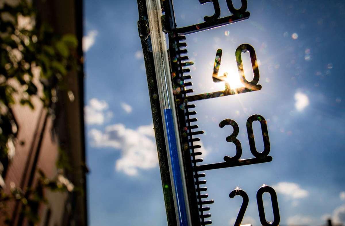 Die Temperaturen sollen noch fast die 40 Grad erreichen. Foto: dpa/Frank Rumpenhorst