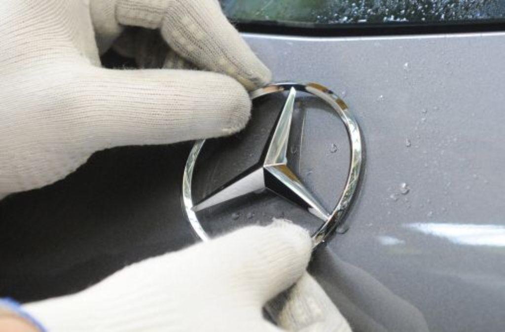 """Der Autobauer Daimler will seinen Absatz auf dem wichtigen US-Markt in den kommenden Jahren um ein Sechstel steigern. """"Bis 2018 wollen wir dort auf über 350.000 Einheiten kommen"""", sagte der scheidende Mercedes-Vertriebschef Joachim Schmidt. Foto: dpa"""