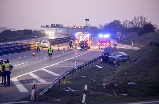 Schwerer Unfall führt zu Vollsperrung der Autobahn