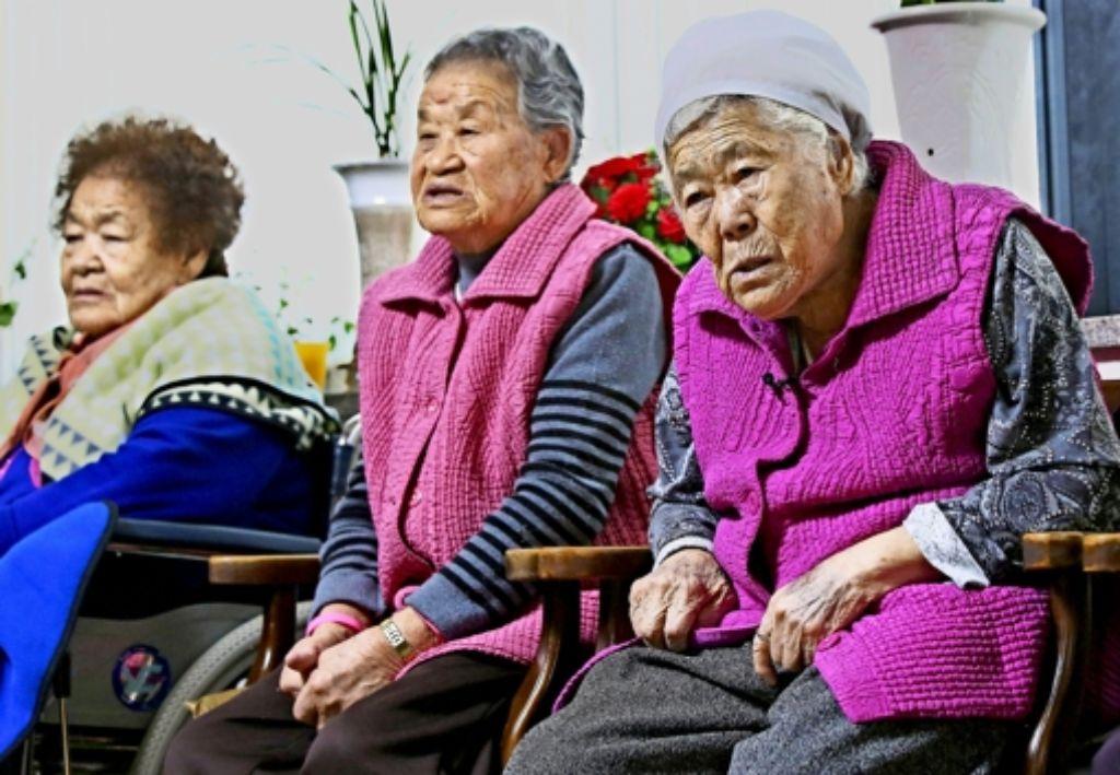 Diese drei Frauen  glauben, dass die Regierungen nur den Konflikt beilegen wollen, sich aber nicht für die Opfer interessieren. Foto: dpa
