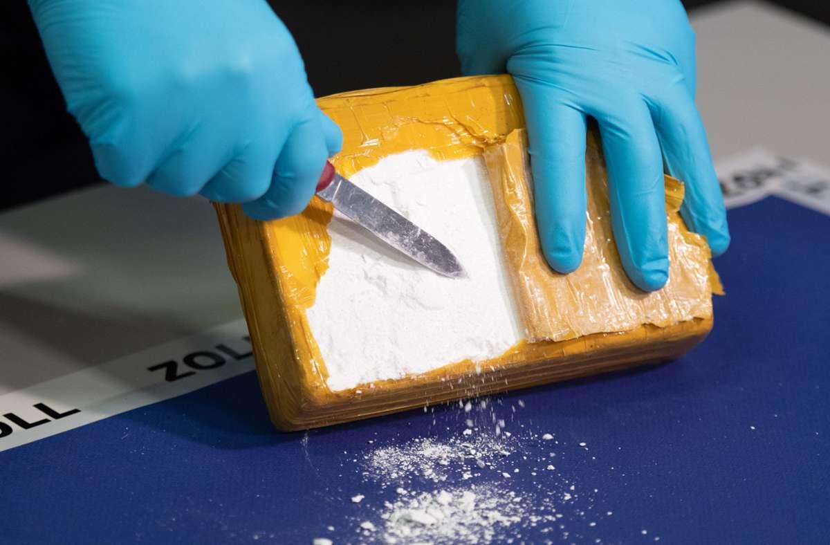 Im Hamburger Hafen haben die Behörden eine große Menge Kokain gefunden (Symbolbild). Foto: dpa/Daniel Reinhardt