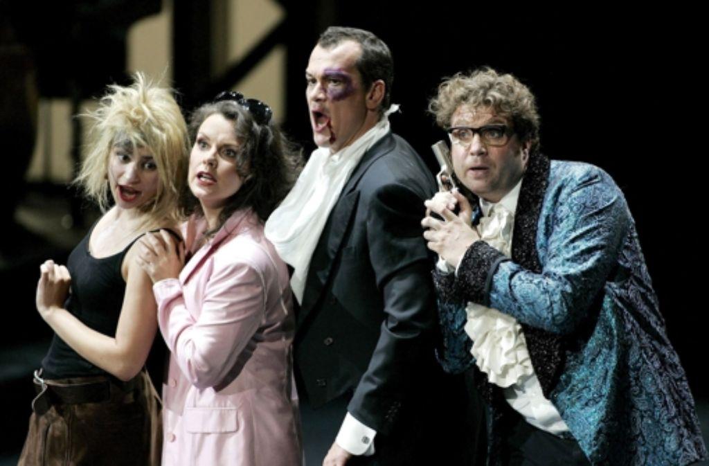 """Tenor Matthias Klink (2.v.r., hier als Calandrino in  """"Rex Tremendus"""") spricht offen über die zum Teil schwierige Arbeitssituation an deutschen Opern. Foto: dpa"""