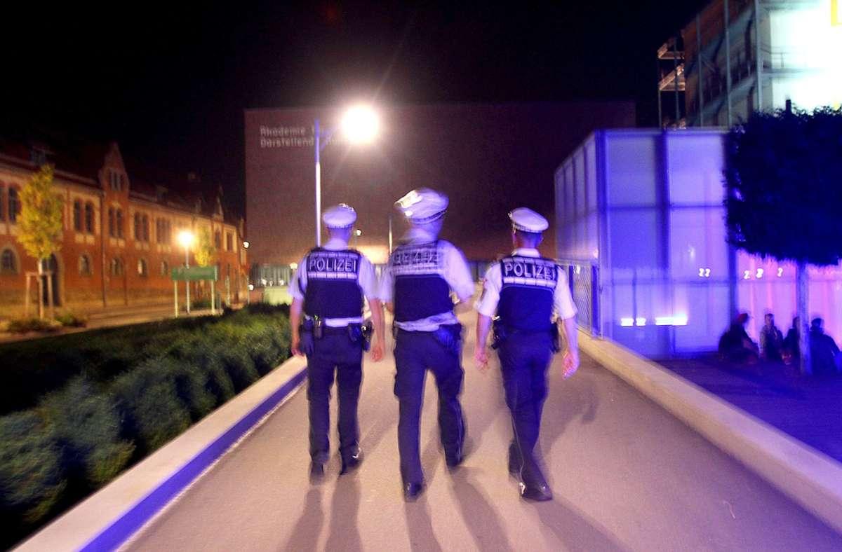 Es ist nicht das erste Mal, dass die Polizei auf dem Akademiehof im Einsatz ist. Dort kam es bereits mehrmals zu Ausschreitungen. Foto: /factum/Simon Granville